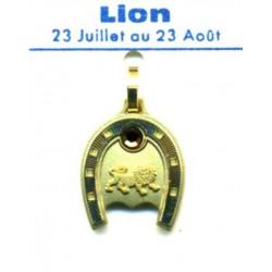 PENDENTIF FER A CHEVAL ET SIGNE DU LION EN METAL DORE